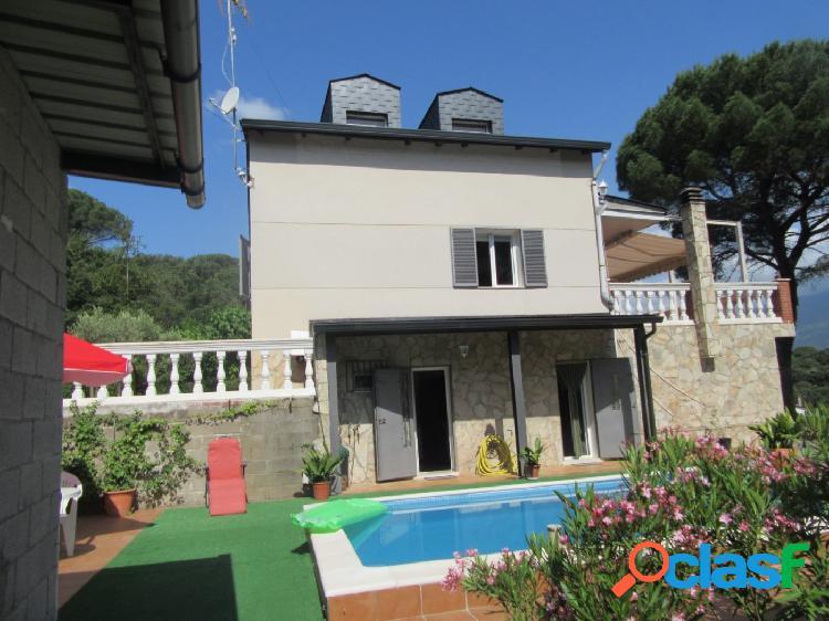 Casa amb piscina i vistes al montseny