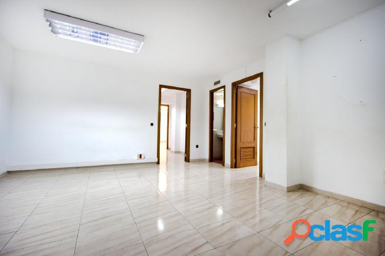 Oficina de 150 m2 en zona ramblas cerca de plaza patines y avenidas.