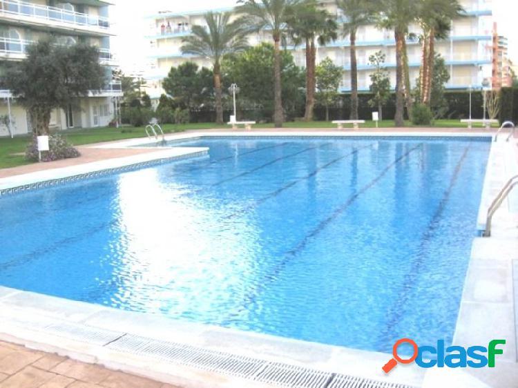 Moderno apartamento de 3 dormitorios junto a la playa, piscina, cancha de tenis, parking y jardines