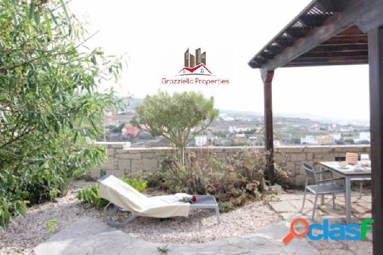 Casa espectacular en venta, con hermoso jardín, terrazas y vistas al mar. 1