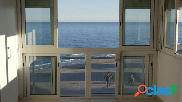 Apartamento en venta en 1ª línea con vistas espectaculares al mar.