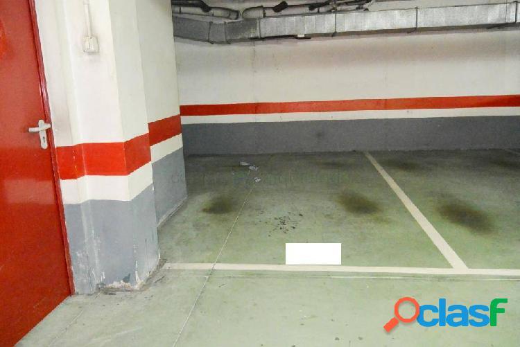 Plaza de garaje muy amplia zona milan!!!