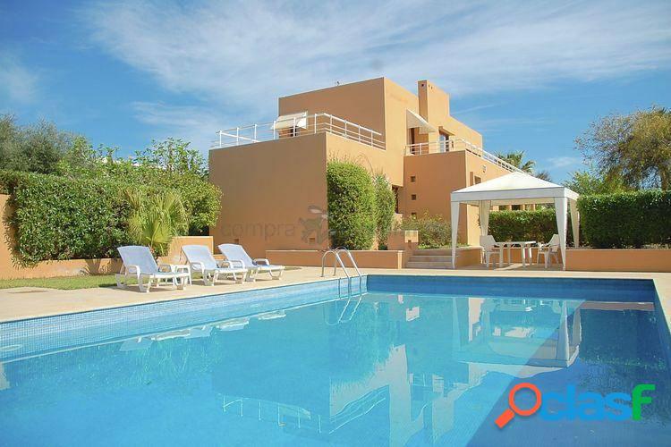 Alquiler por semanas de bonita villa en ibiza con piscina