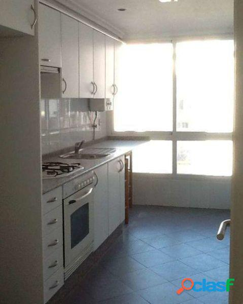 Se alquila piso vacio de 4 habitaciones, baño y aseo en Jaume Roig 1