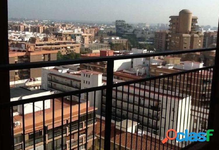 Se alquila piso vacio de 4 habitaciones, baño y aseo en Jaume Roig 2