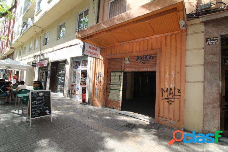 Se vende vivienda en planta baja en calle artes gráficas de 180m2 construidos en calle muy comercial