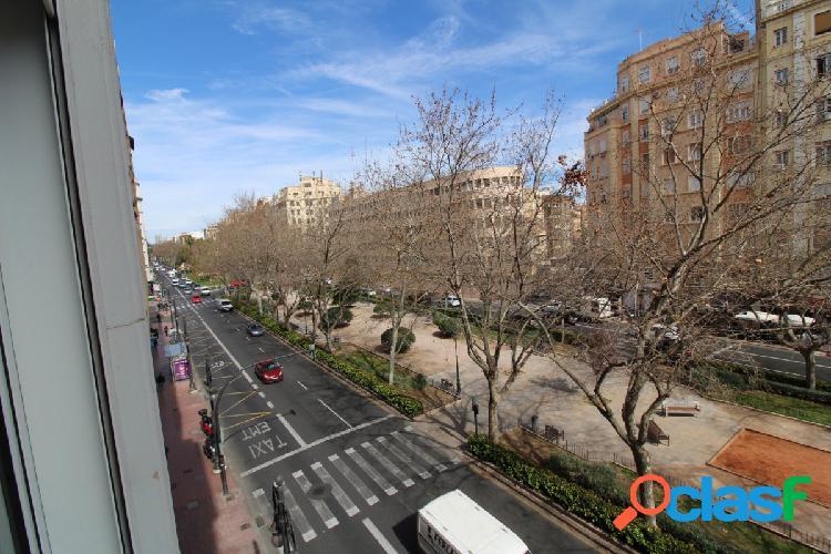 Se vende piso de 186m2 en Ramon y Cajal 2