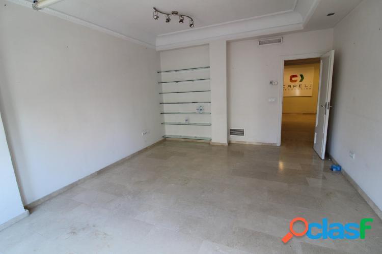 Se vende piso de 186m2 en Ramon y Cajal 3