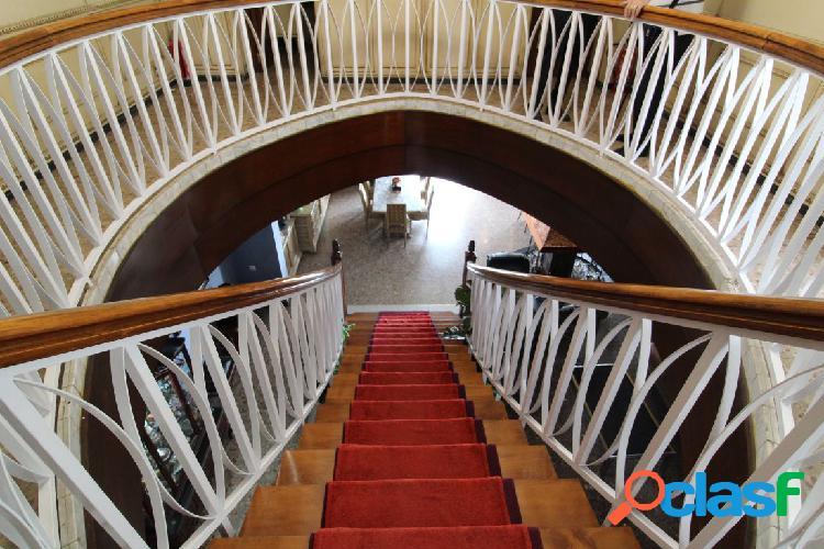 Se vende piso duplex en jjdómine de 280m2 y 6 habitaciones y 3 baños