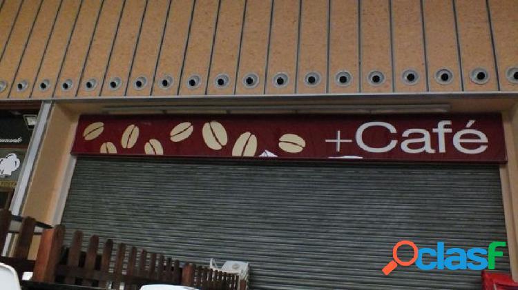 Local comercial en el centro comercial camaretas