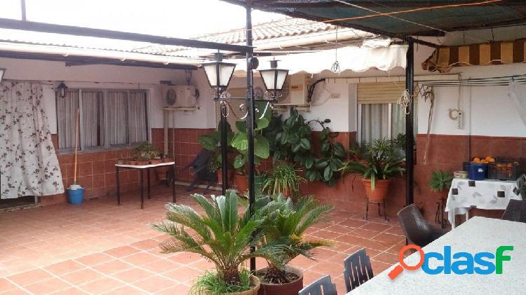 Casa de dos plantas con terreno