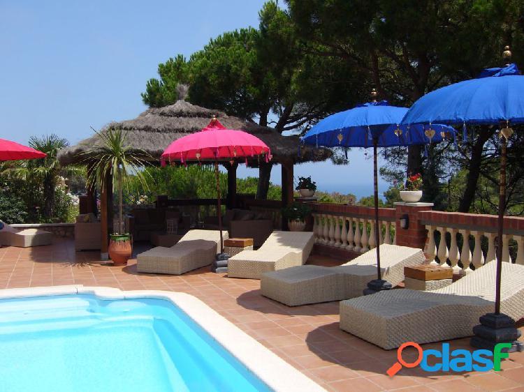 Exclusiva y lujosa villa con vistas al mar, piscina y entorno único en pals.