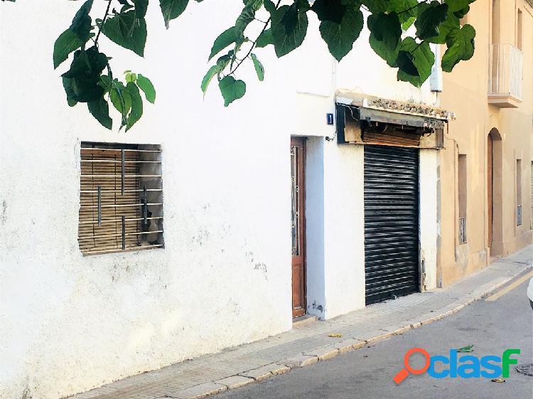 Casa de pueblo en el centro con posibilidad de negocio en planta baja