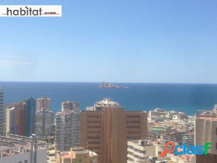 Excelentes calidades y magnificas vistas al mar en la plaza triangular