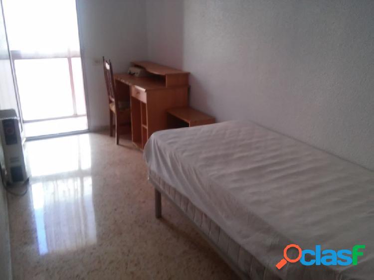 Centrico!!! piso de 95 m2. 3 dorm. 2 baños. esquina. vistas. cerca de todos los servicios.