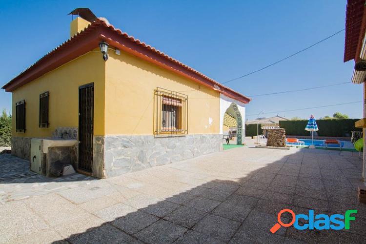 Chalet independiente en Otura, con 579 m2 de parcela y 120 m2 construidos