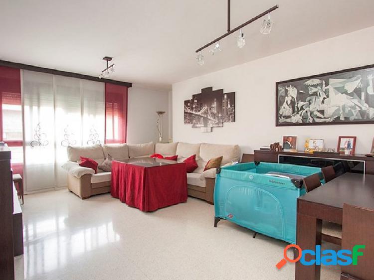 Magnifico piso en urbanización privada con piscina comunitaria