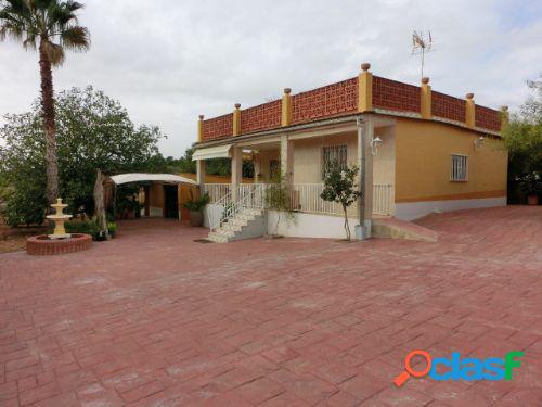 Chalet en urbanización, cerca de liria, con 1800 m2. de parcela
