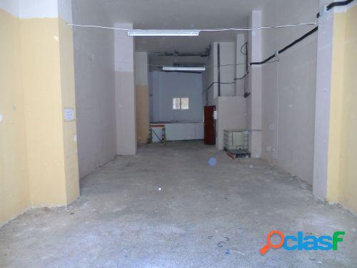 Bajo comercial, con altillo de unos 25 m2