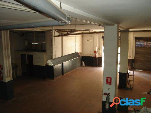 Bajo comercial de 263 m2. mas 60 m2. en altillo