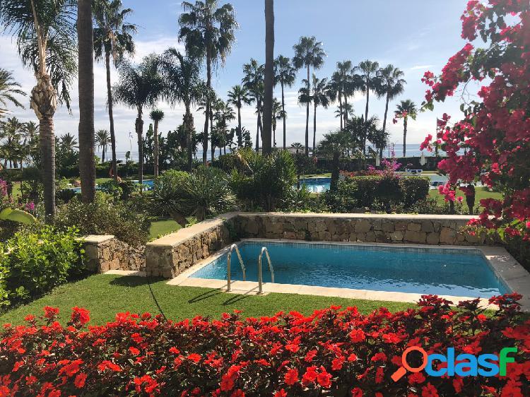 Precioso bajo con jardin y piscina en pleno puerto banus.