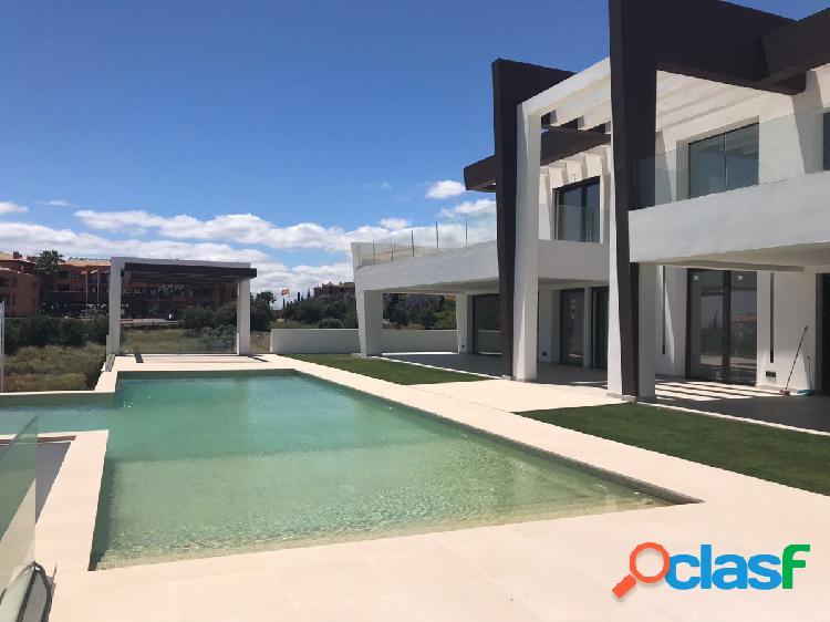 Moderna villa en la primera linea de golf con vistas panoramicas al mar en los flamingos.