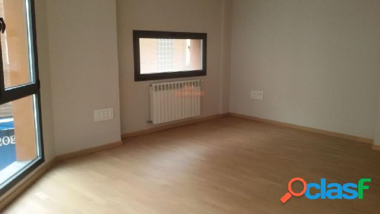 Céntrico piso seminuevo 90 m2 para oficinas con 4 despachos.