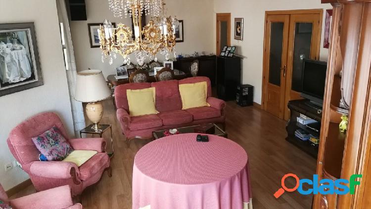 Estupendo piso de 4 habitaciones en zona centro-rosario