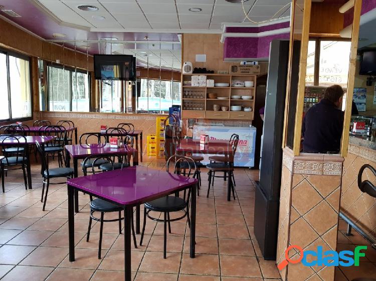 Se vende local comercial con café-bar alquilado en zona san pablo