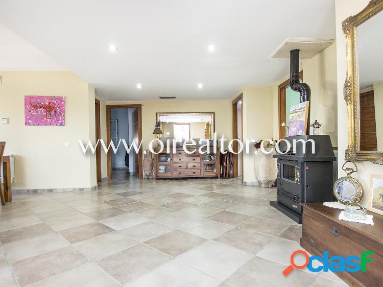 Preciosa casa en venta con apartamento independiente en la urbanización el llac del cigne en caldes de malavella, girona