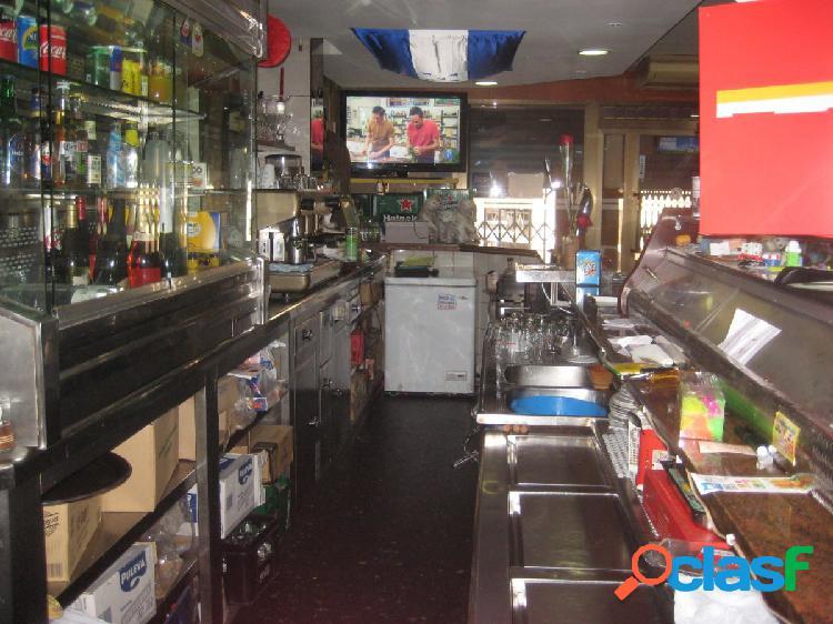 Bar en traspaso con licencia c3 cerca de via julia