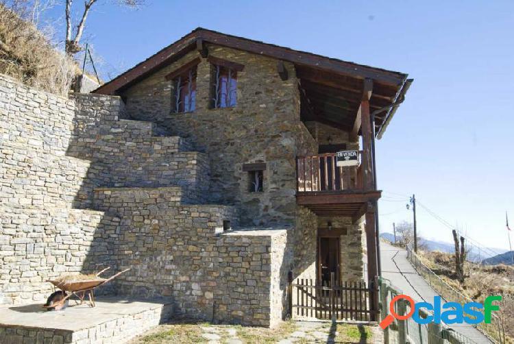 Preciosa casa de piedra en el centro de Toses 2