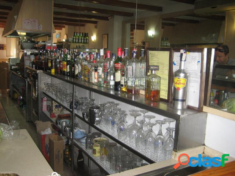 Se traspasa bar restaurante con licencia c3 zona clot