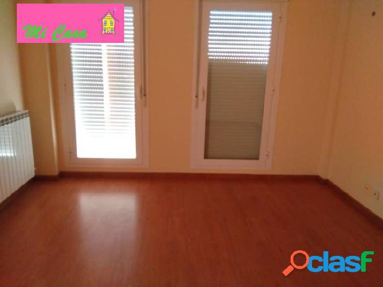 Piso de cuatro dormitorios, dos baños, salon, cocina, opcion de garaje y trastero