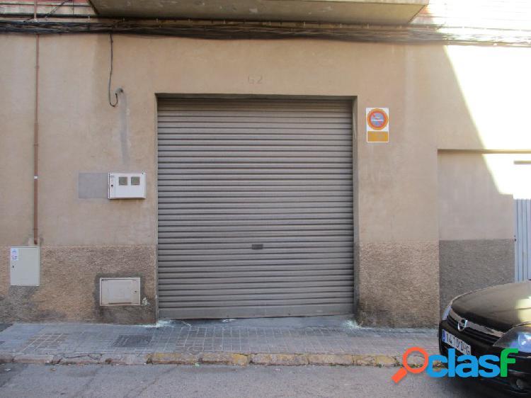 Local comercial con patio y garaje