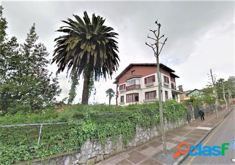 Villa palacete centrico en oviedo. a dos calles con finca y pequeña alameda. vistas. soleado.