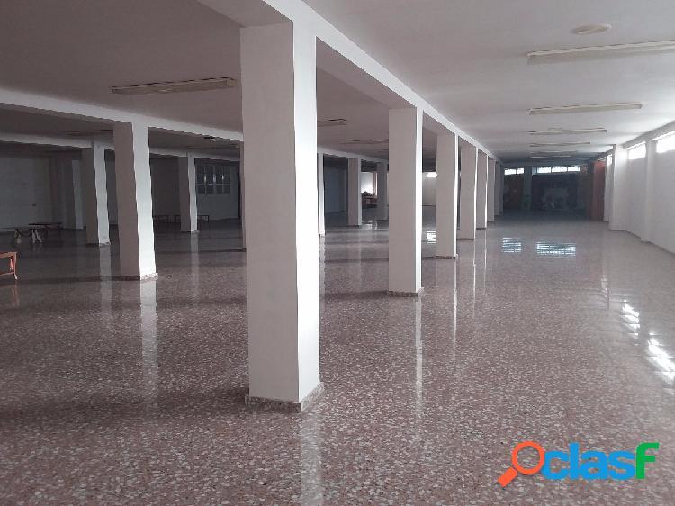 Superficie comercial de 4000 m2