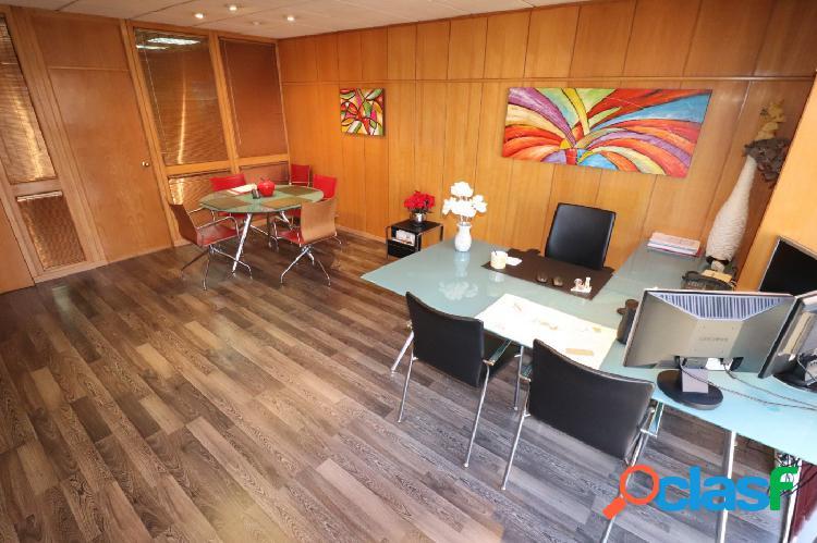 Local comercial ideal para despachos, centros médicos, etc... en pleno centro de sant boi