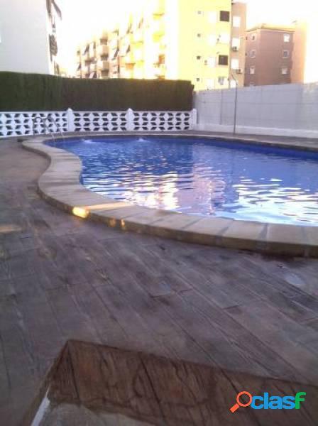 Planta baja en urbanización privada, con piscina, parking, zonas verdes