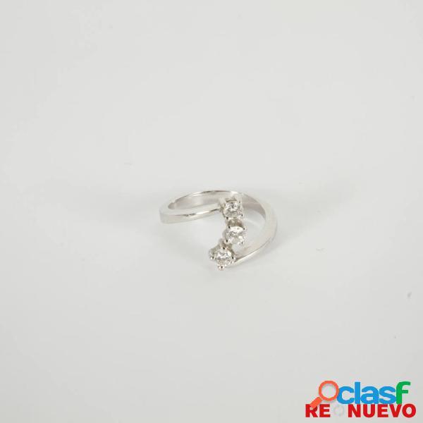Anillo de oro blanco con 3 diamantes talla bte. +-0.36kt G100637