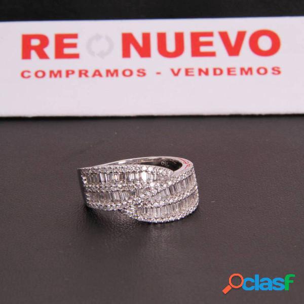 Sortija de oro blanco con diamantes de segunda mano e286973b