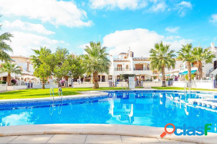 Apartamento de 2 dormitorios y 2 baños con piscina comunitaria en playa flamenca,orihuela costa