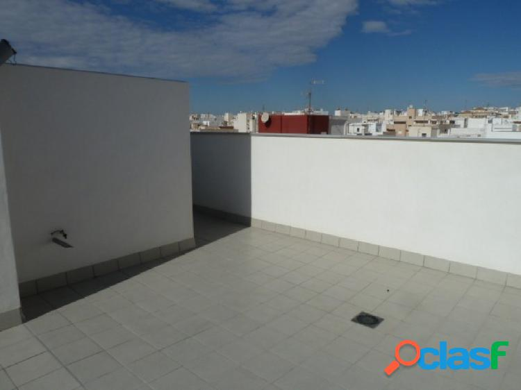 Atico de obra nueva,2 dormitorios y solarium privado de 95m en torrevieja