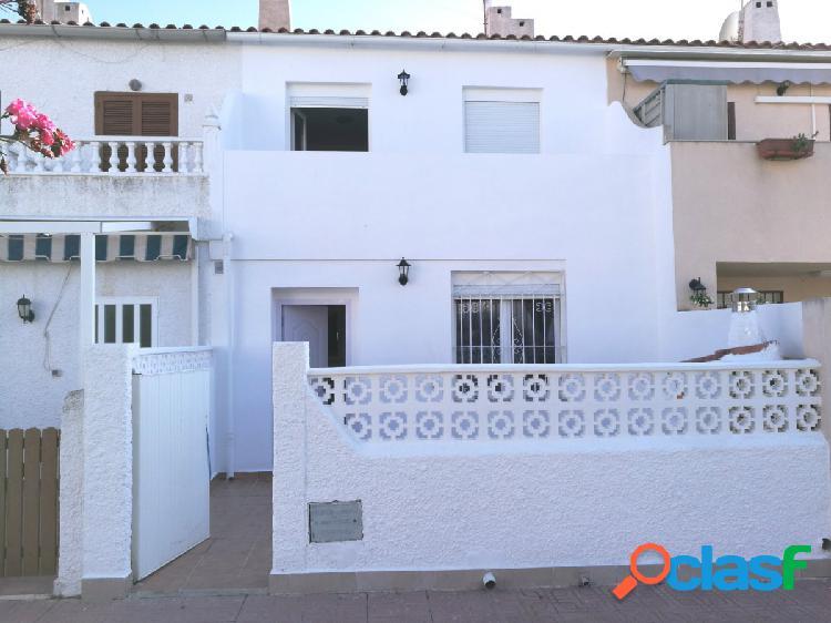 Casa adosada de 3 dormitorios a 900 metros de la playa de La Mata en Torrevieja 1