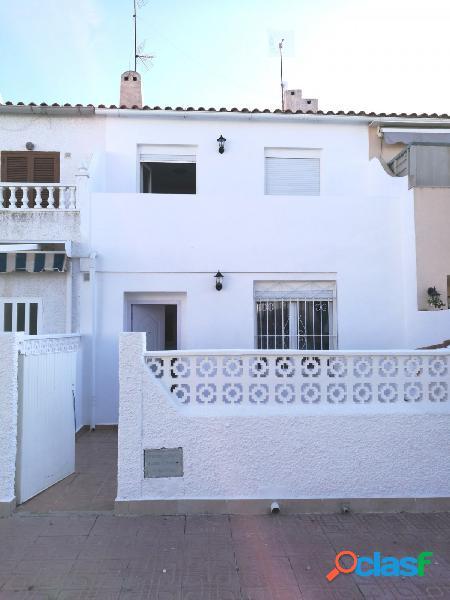 Casa adosada de 3 dormitorios a 900 metros de la playa de La Mata en Torrevieja 2