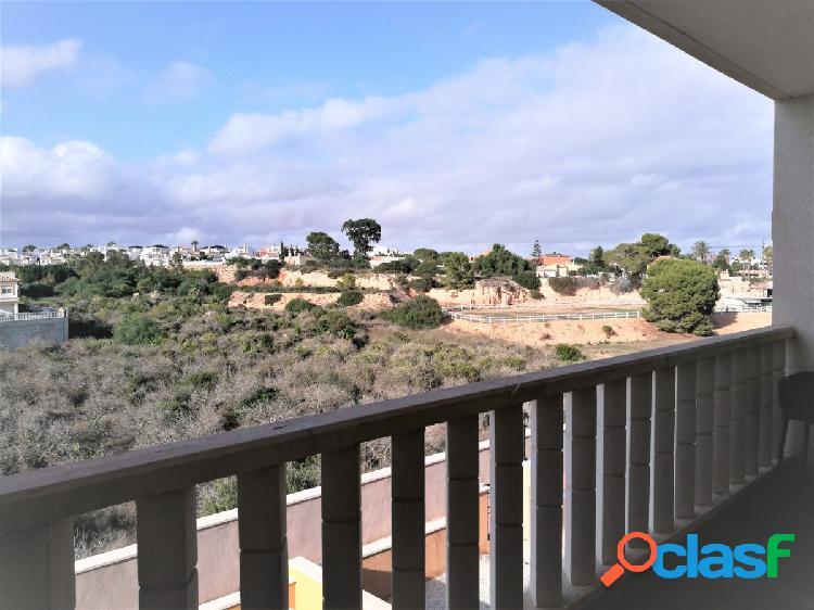 Un apartamento perfecto para los amantes del golf, las compras y el mejor relax en la playa