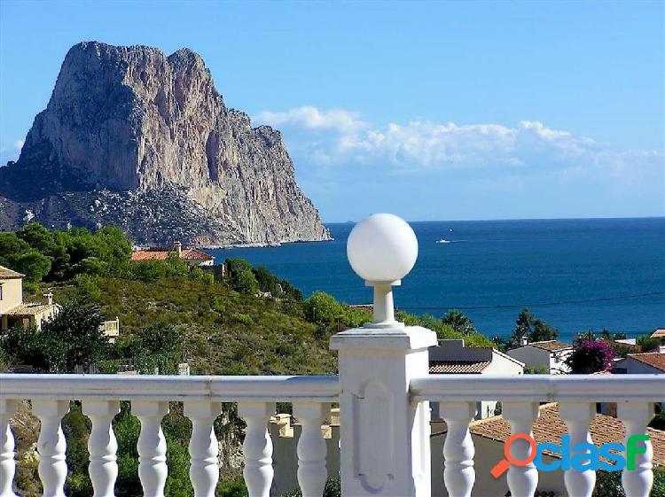 Bonita villa de lujo en calpe con vistas sobre el mar y el peñón