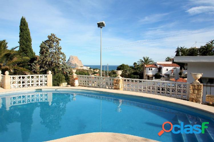 Bonita villa en calpe con vistas al mar y piscina privada