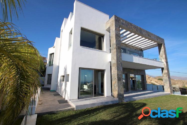 Villa de lujo, de estilo moderno y nueva a la venta en villajoyosa con vistas panorámicas al mar