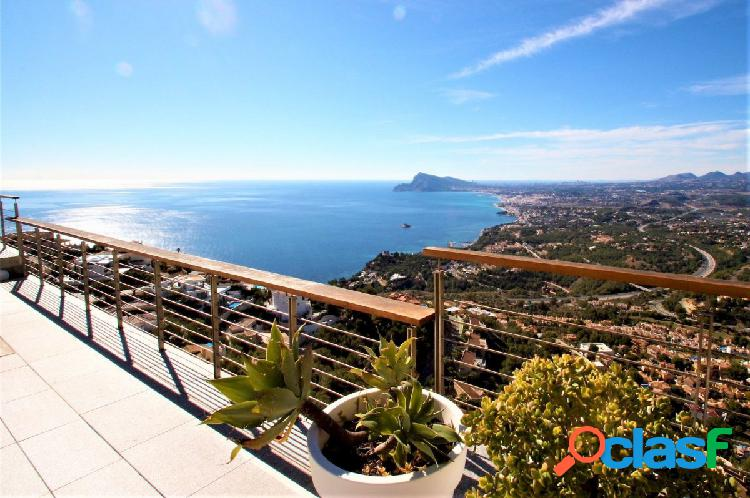 Villa de lujo en altea con vistas espectaculares al mar y sobre la costa